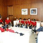 El presidente del Cabildo de Lanzarote recibe a una representación de deportistas del RCNA