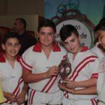 Los participantes en la modalidad de lucha canaria de los Juegos Insulares de Promoción Deportiva recibieron sus trofeos